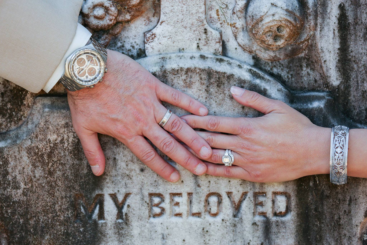 Cemetery wedding elopement - Bonaventure Cemetery Elope to Savannah